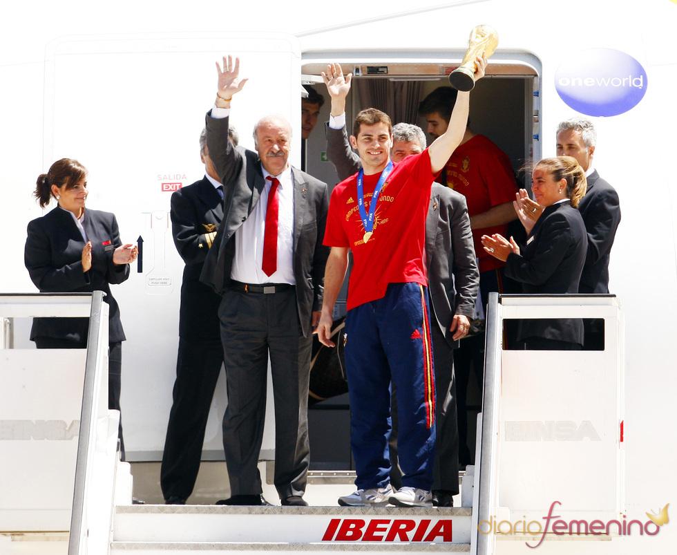 Iker Casillas y Vicente del Bosque, a su llegada a España
