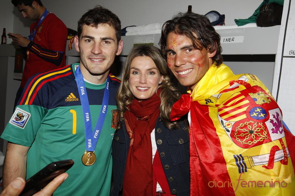 Letizia, Rafa Nadal e Iker Casillas tras la final en Sudáfrica