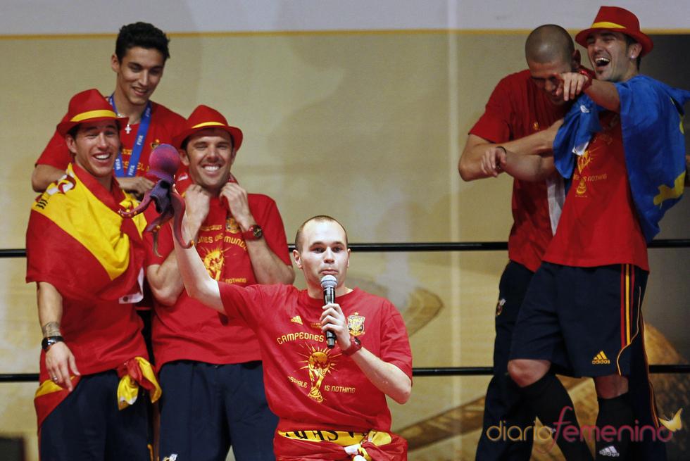 Celebración en Madrid del triunfo en el Mundial con los jugadores