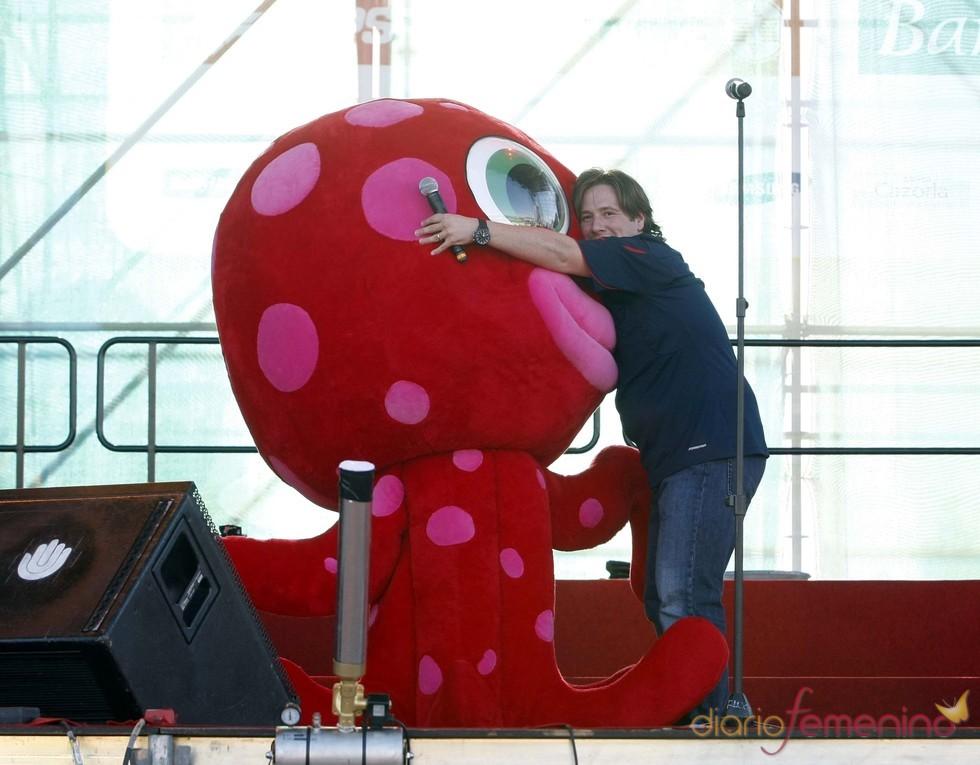 Carlos Latre presenta la fiesta de bienvenida de la Selección