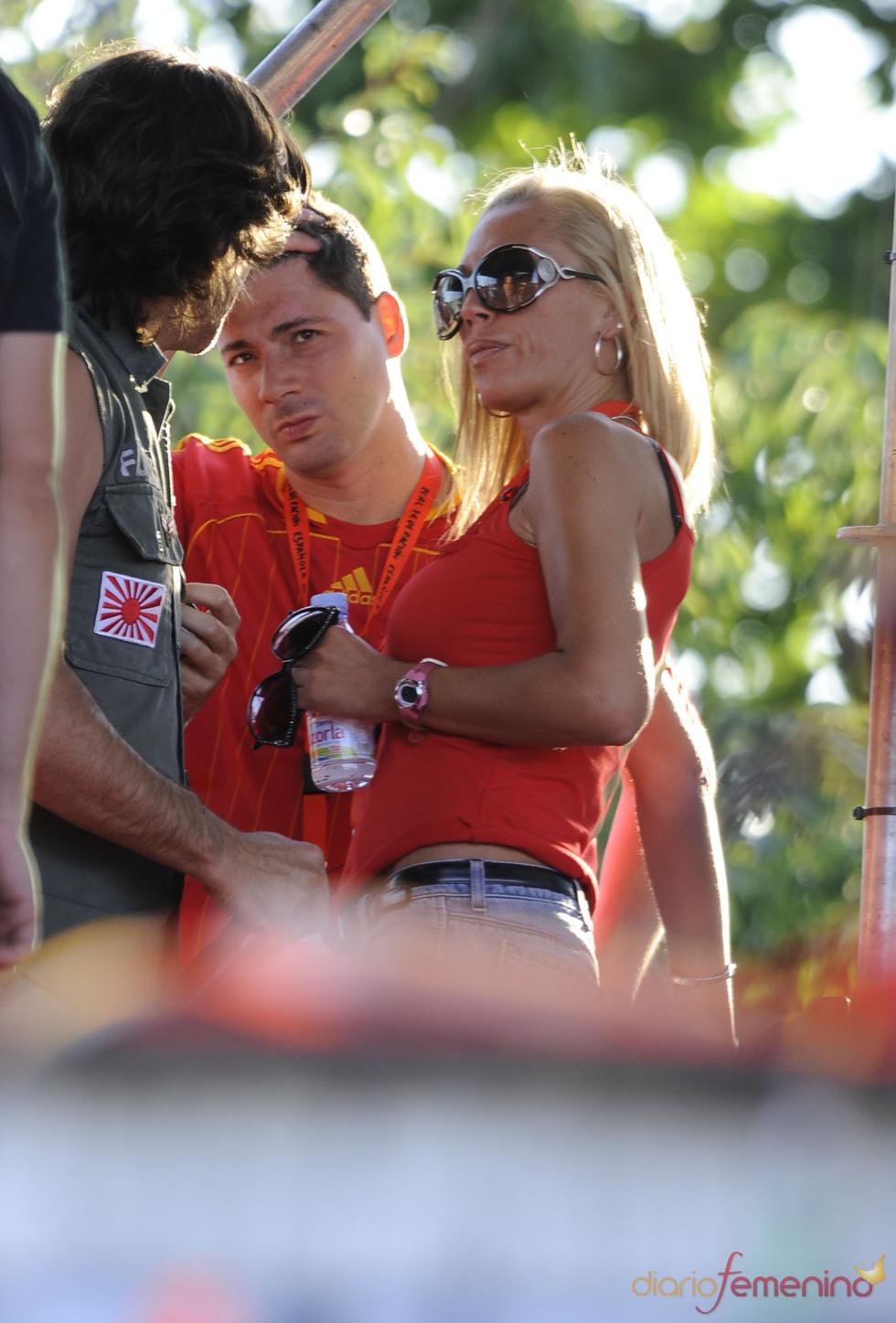 Belén Esteban y Fran durante la celebración del triunfo de España en el Mundial