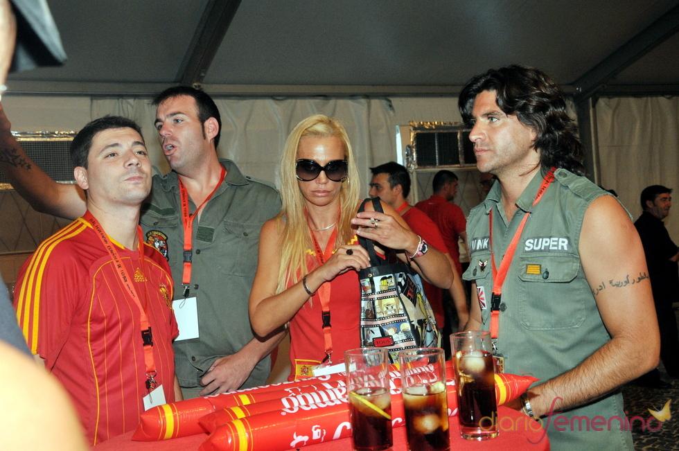 Belén Esteban y Fran reciben a la Selección en Madrid