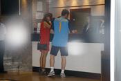Iker Casillas y Sara Carbonero en la recepción de un hotel