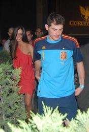 Iker Casillas y Sara Carbonero, tras la celebración del triunfo en el Mundial