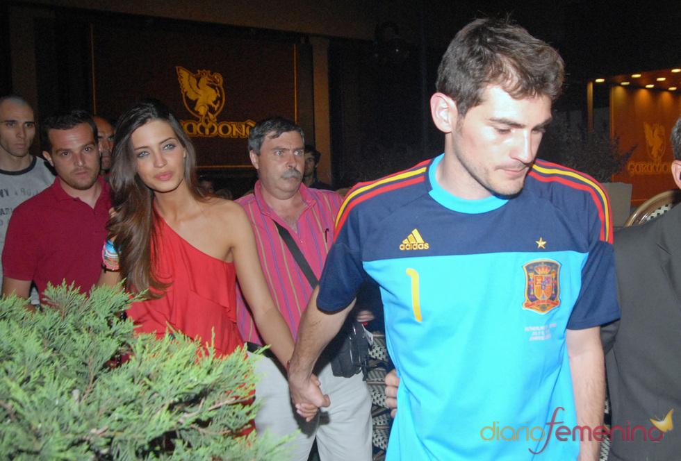 Iker Casillas y Sara Carbonero, agarrados de la mano