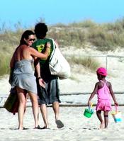 Melanie Olivares: vacaciones en familia