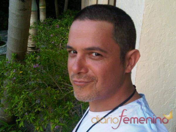 Alejandro Sanz con el pelo rapado