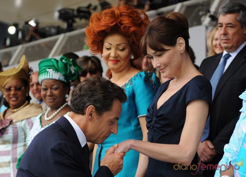 Carla Bruni y Sarkozy en el día de la fiesta nacional