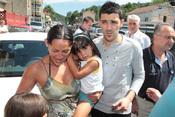 David Villa, con su mujer e hija en Tuilla