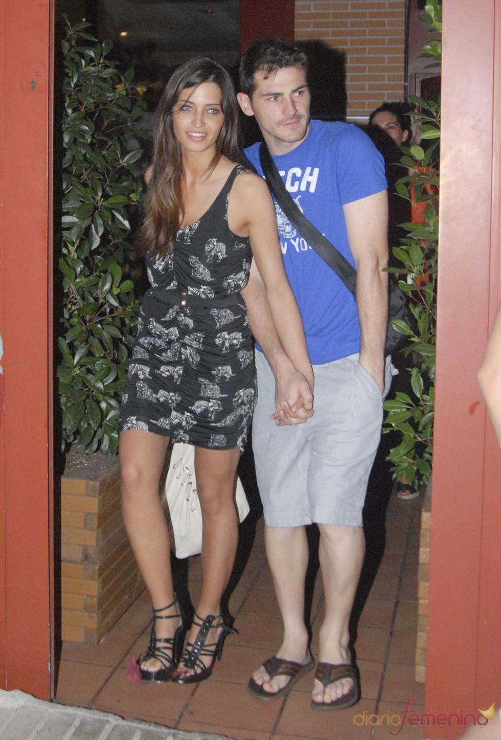 Sara Carbonero e Iker Casillas, agarrados de la mano en Madrid