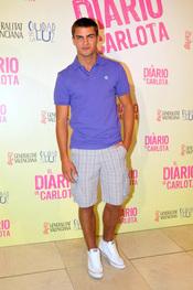 Maxi Iglesias es el protagonista de 'El diario de Carlota'