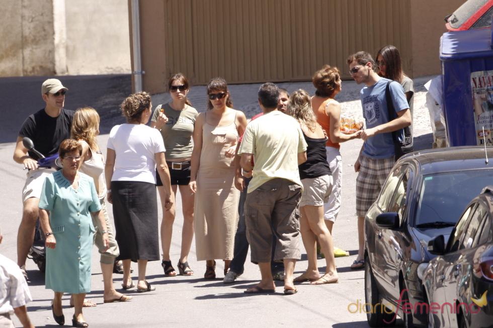 Cálida acogida de Sara Carbonero en el pueblo de Iker Casillas