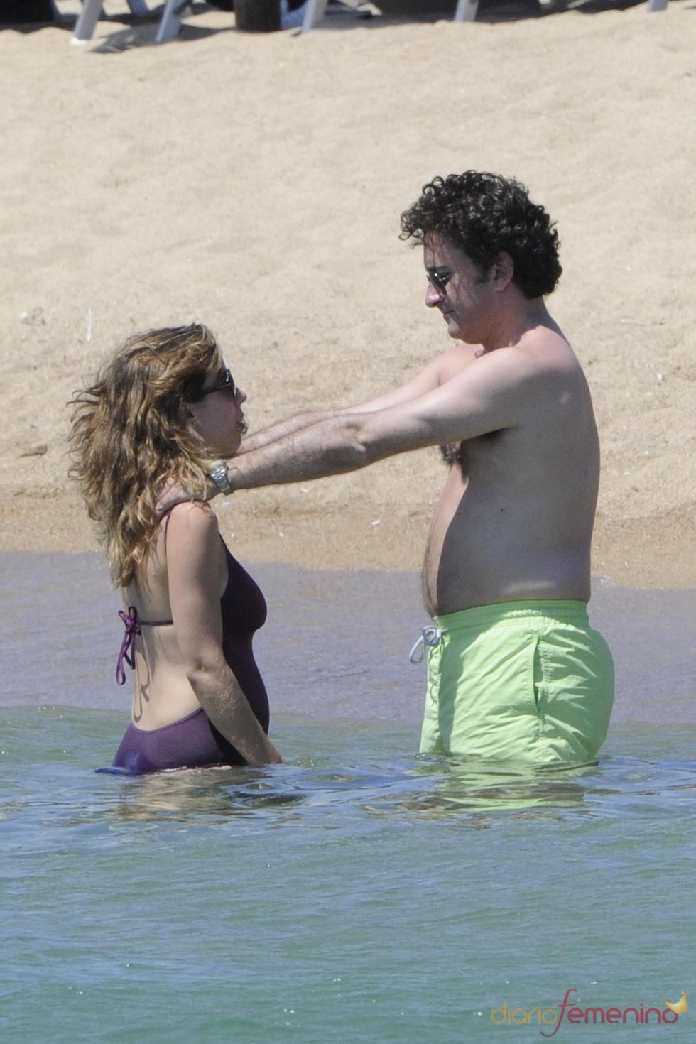 Ana Aznar y Alejandro Agag se dan un baño