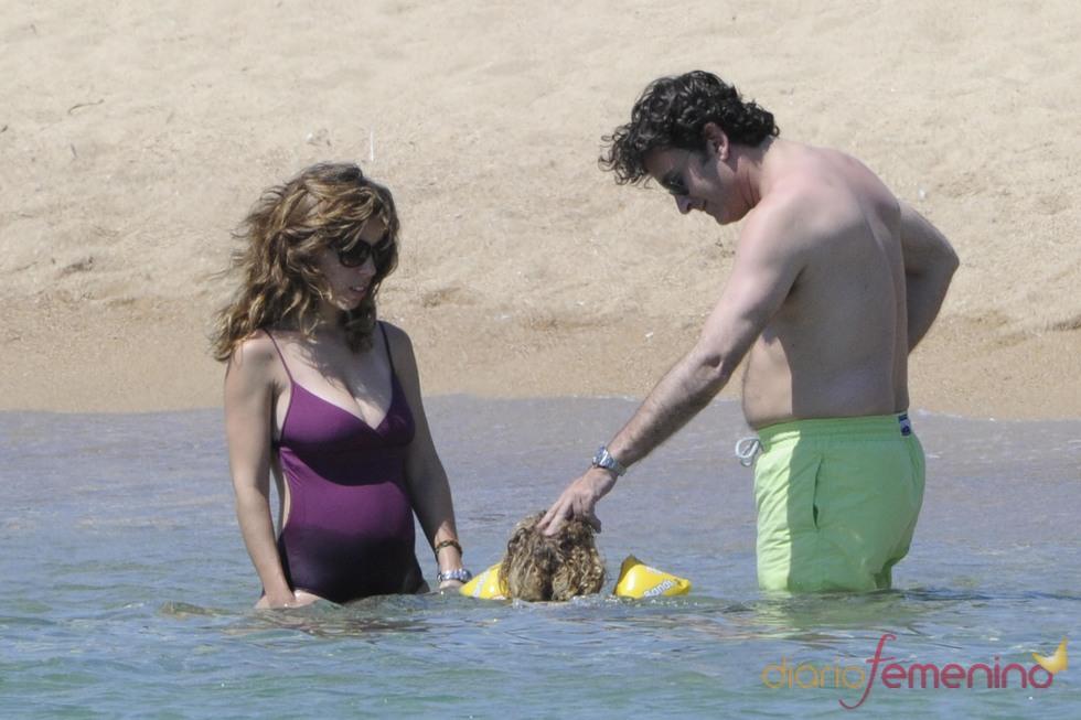 Ana Aznar y Alejandro Agag, días de relax en familia