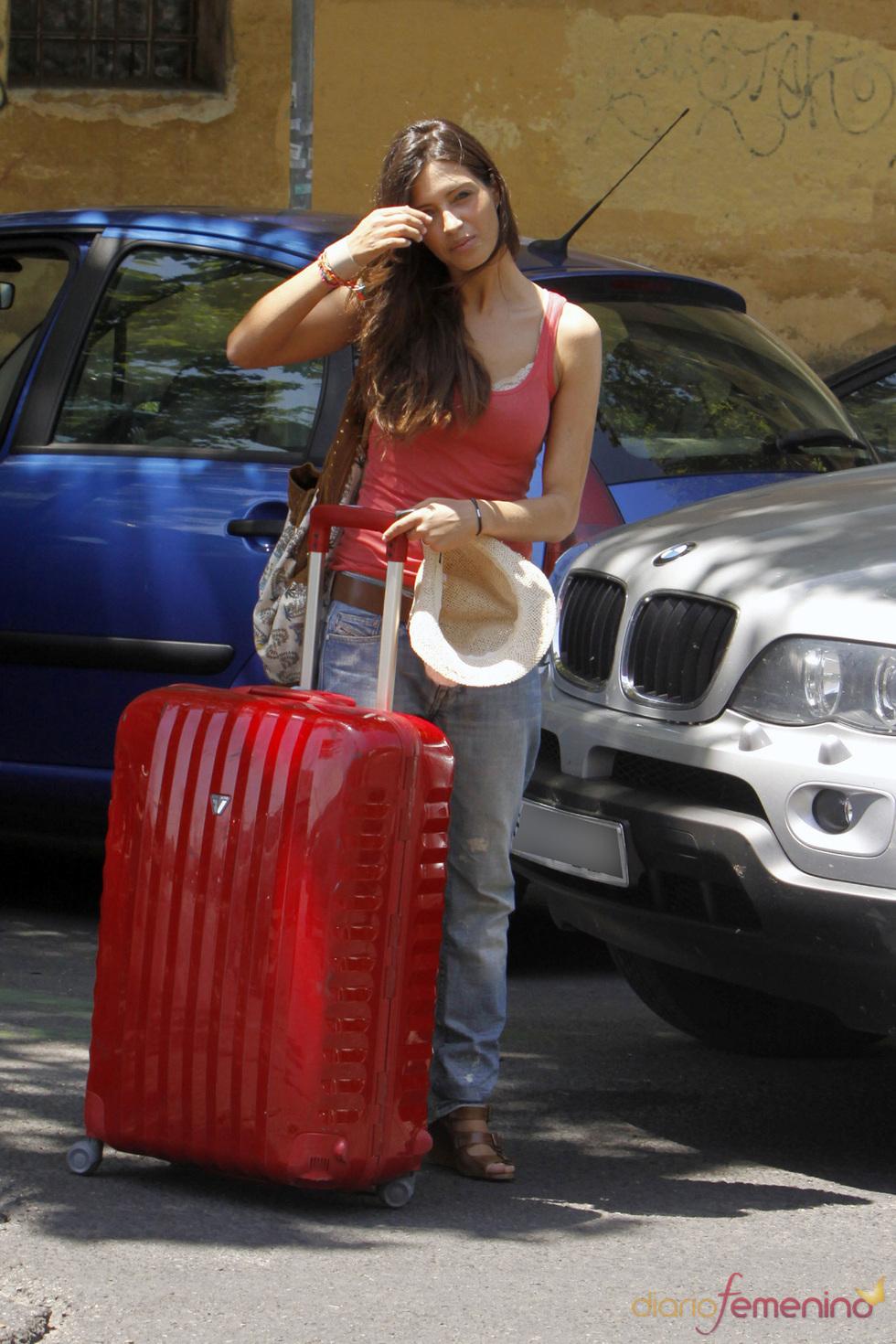Sara Carbonero se marcha de vacaciones con las mismas maletas del Mundial