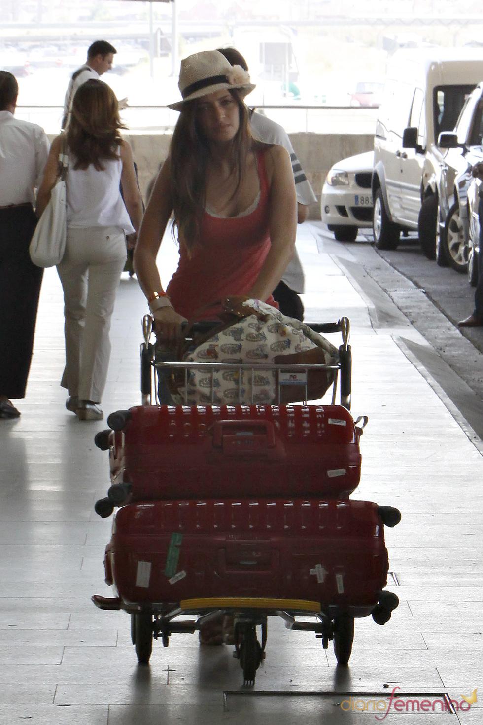 Sara Carbonero se lleva muchas maletas para su viaje de vacaciones