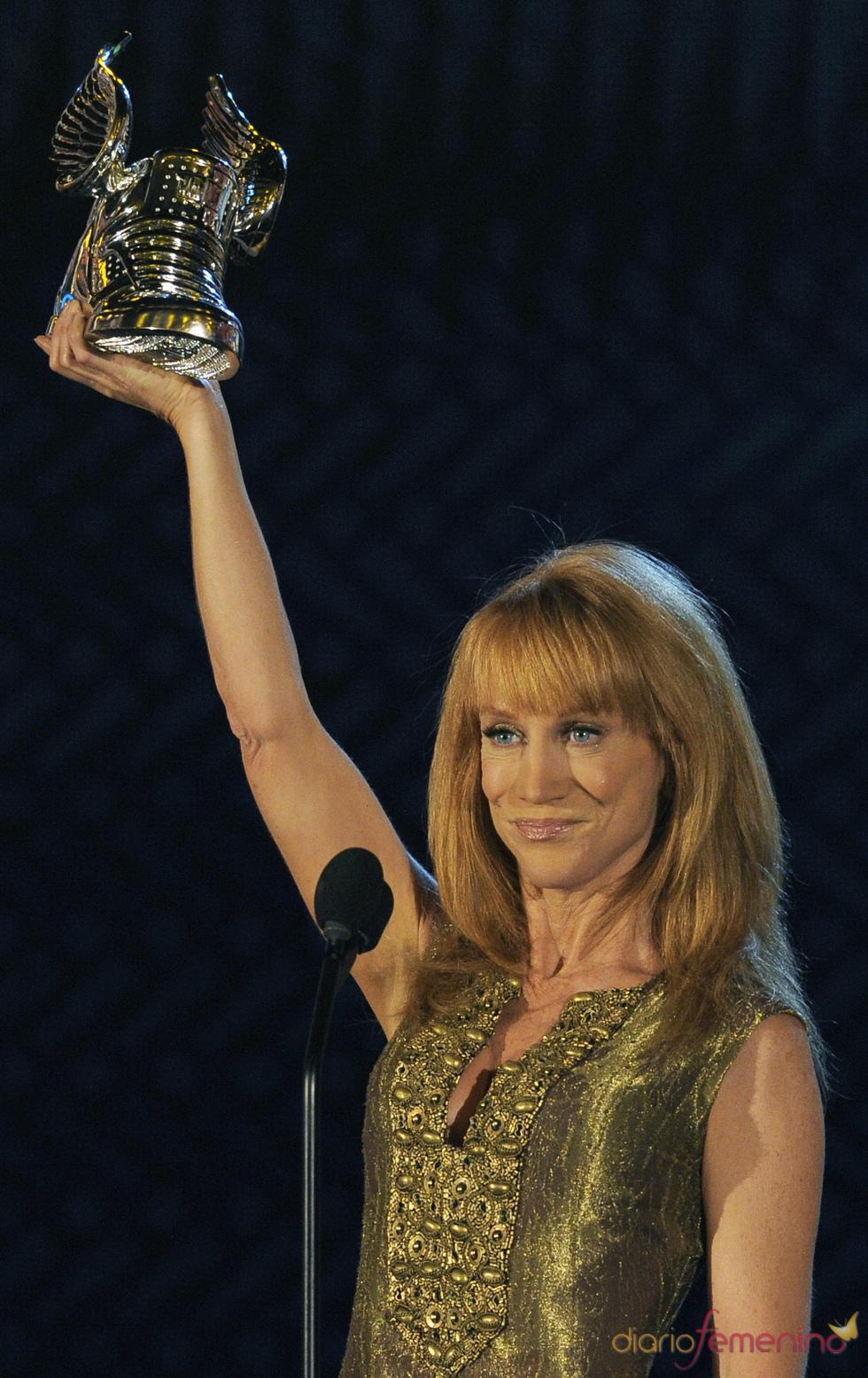 Kathy Griffin triunfa en los premios Do Somethig