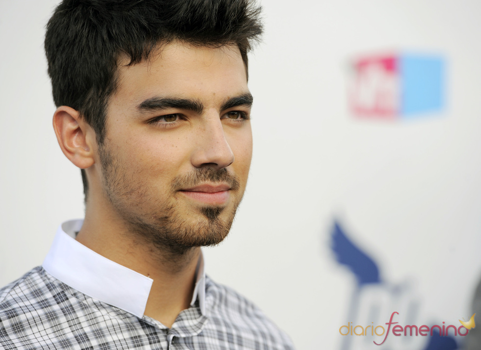 Joe Jonas en los premios Do Somethig