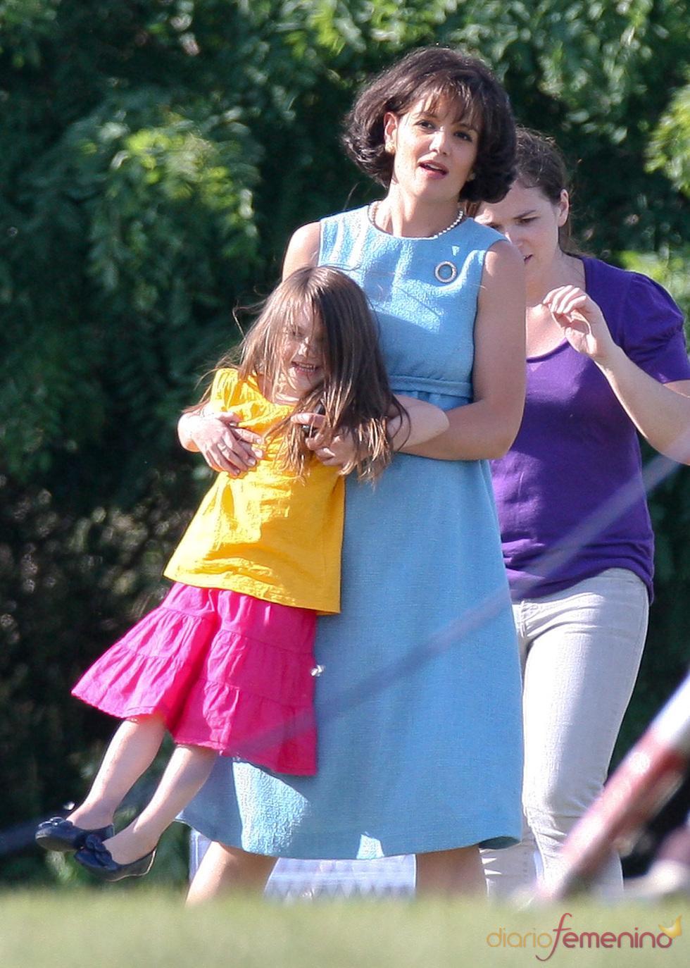 Katie Holmes, la nueva Jackie Kennedy, y Suri en el set de rodaje