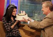 Selena Gomez celebra con una tarta su 18 cumpleaños