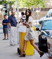 Sara Carbonero con vestido corto blanco
