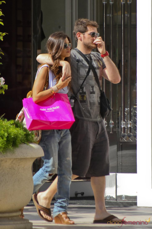 Iker Casillas se lleva de compras a Sara Carbonero por Rodeo Drive