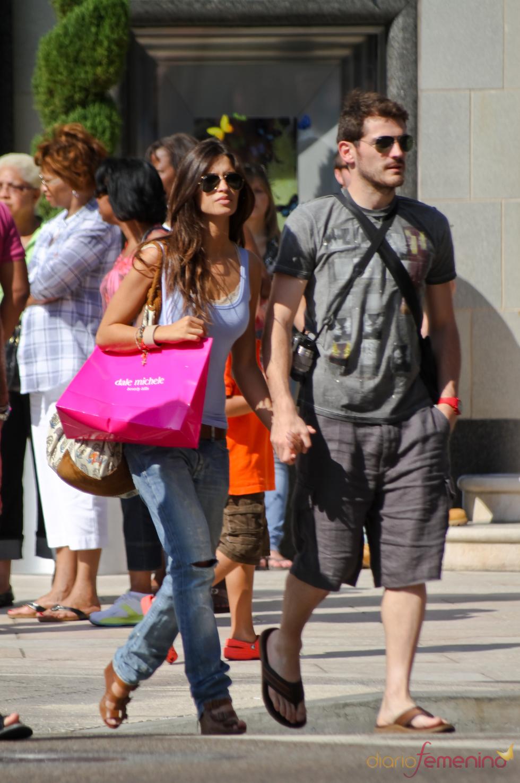 Iker Casillas y Sara Carbonero pasean de la mano por la meca del cine