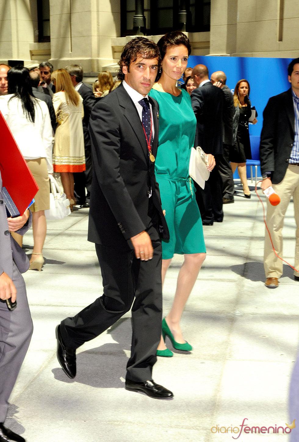 Raúl González y Mamen Sanz, de fiesta