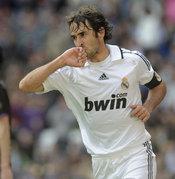Raúl cuando marcaba goles besaba su anillo por Mamen Sanz
