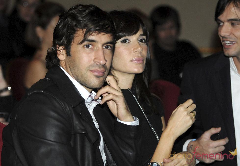 Mamen Sanz y Raúl González, una pareja muy elegante