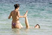 David Villa se relaja en las playas de Ibiza con su mujer Patricia