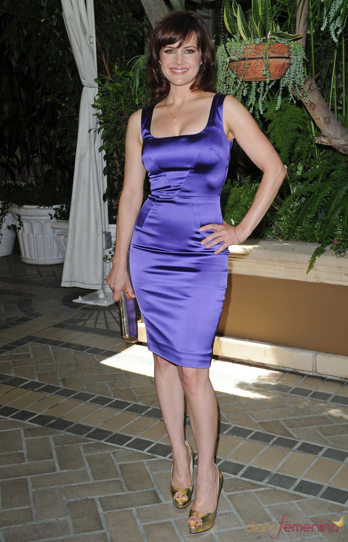 Carla Gugino muy sexy en el almuerzo de la HFPA