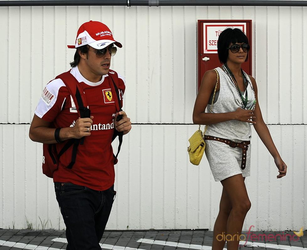 Fernando Alonso y Raquel del Rosario en el Gran Premio de Hungría de Fórmula 1