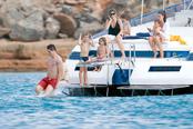 Fernando Torres luce abdominales en aguas de Ibiza