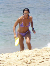 Pastora Vega, espléndida de bikini en una playa de Cádiz