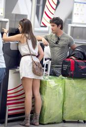 Elena Furiase, de 'El Internado', acompaña su novio al aeropuerto