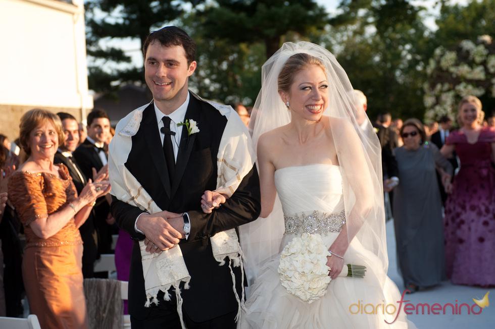 Chelsea Clinton y Marc Mezvinsky pasean su felicidad ante todos los invitados