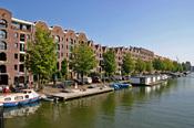 Los canales forman parte de la vida de Ámsterdam