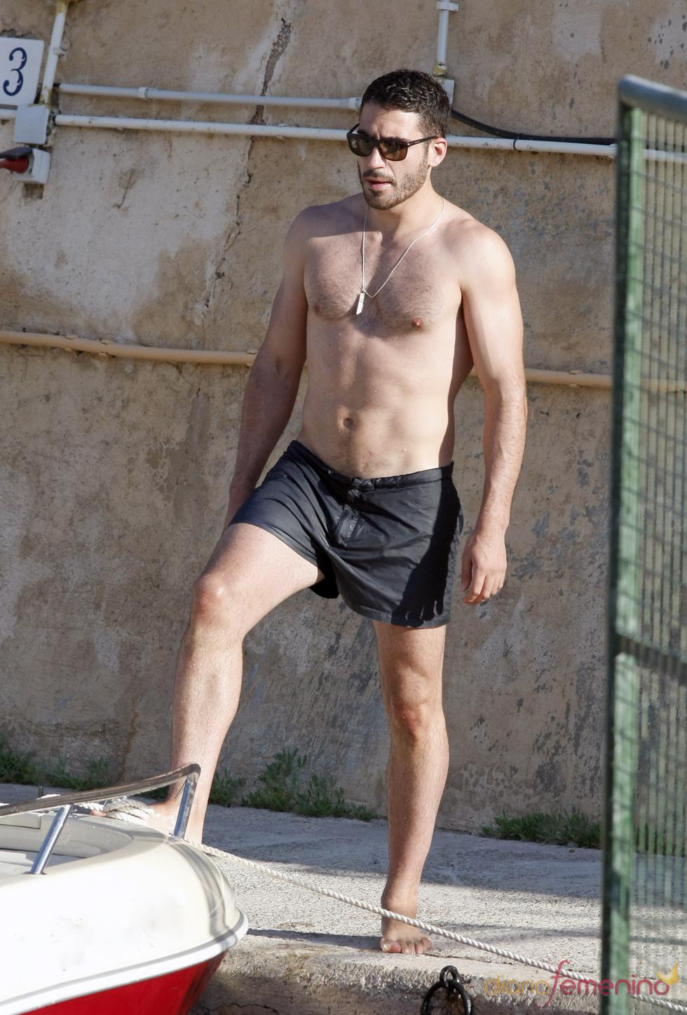 Miguel Ángel Silvestre disfruta del mar en Ibiza