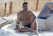 Miguel Ángel Silvestre se relaja tras un baño en el mar