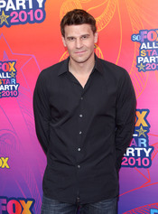 David Boreanaz posa a su llegada a la fiesta All-Star de Fox