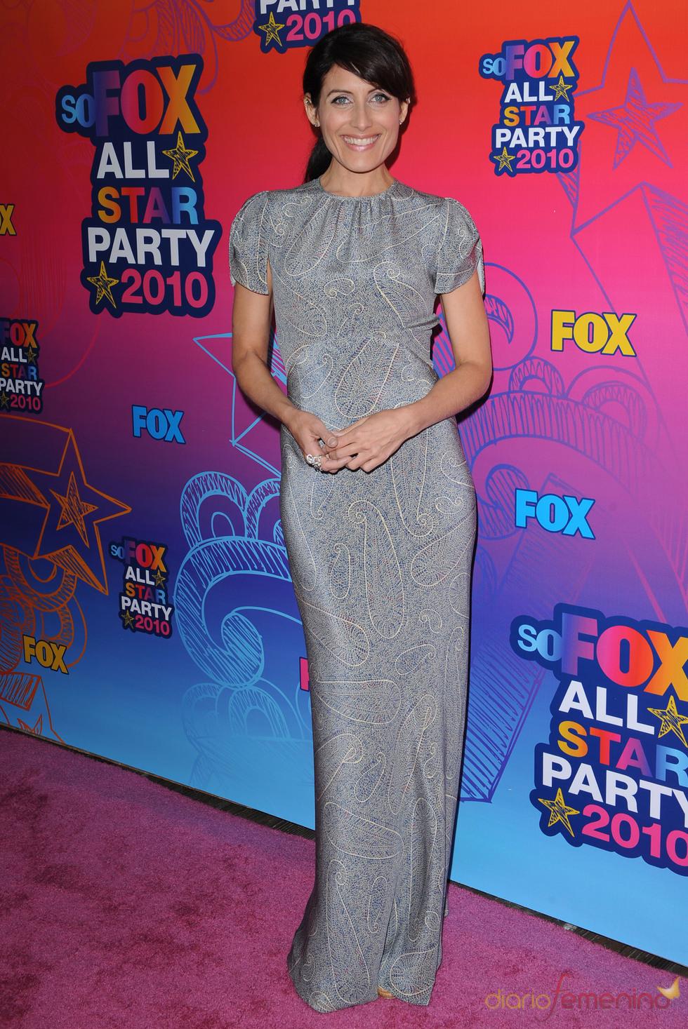 Lisa Edelstein posa en la entrada de la fiesta All-Star de Fox
