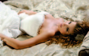 Elsa Pataky vestida de pronovias en 'Di Di Hollywood'