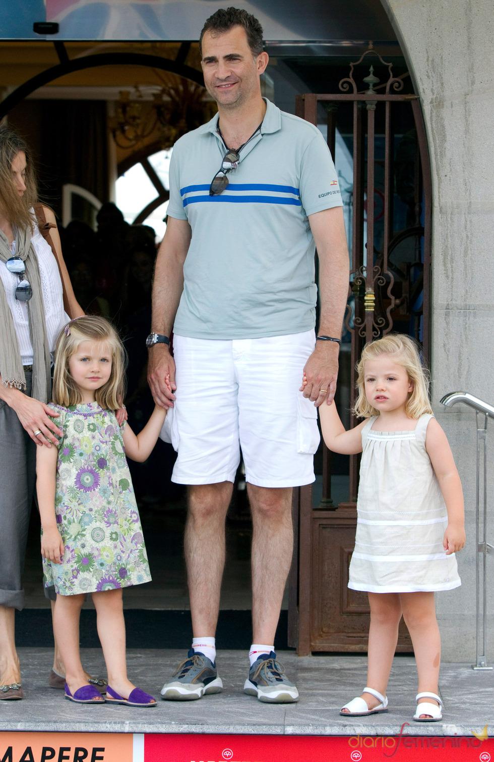 El Príncipe Felipe con sus hijas