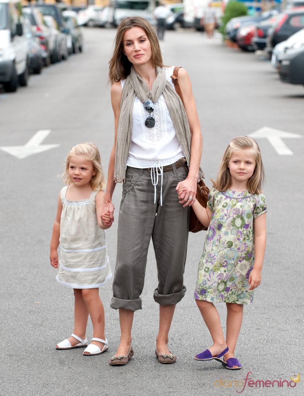 La Princesa Letizia posa con sus dos hijas