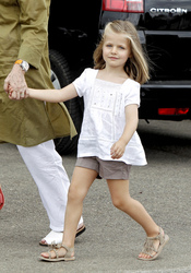 La infanta Leonor a la moda con sandalias de flecos