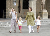 La princesa Letizia y la reina posan con Leonor y Sofia
