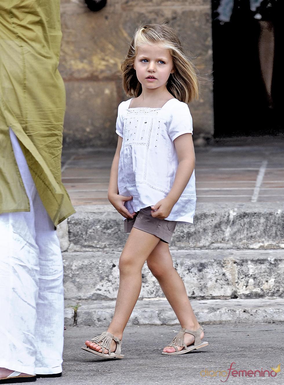 La infanta Leonor pasea coqueta en Mallorca
