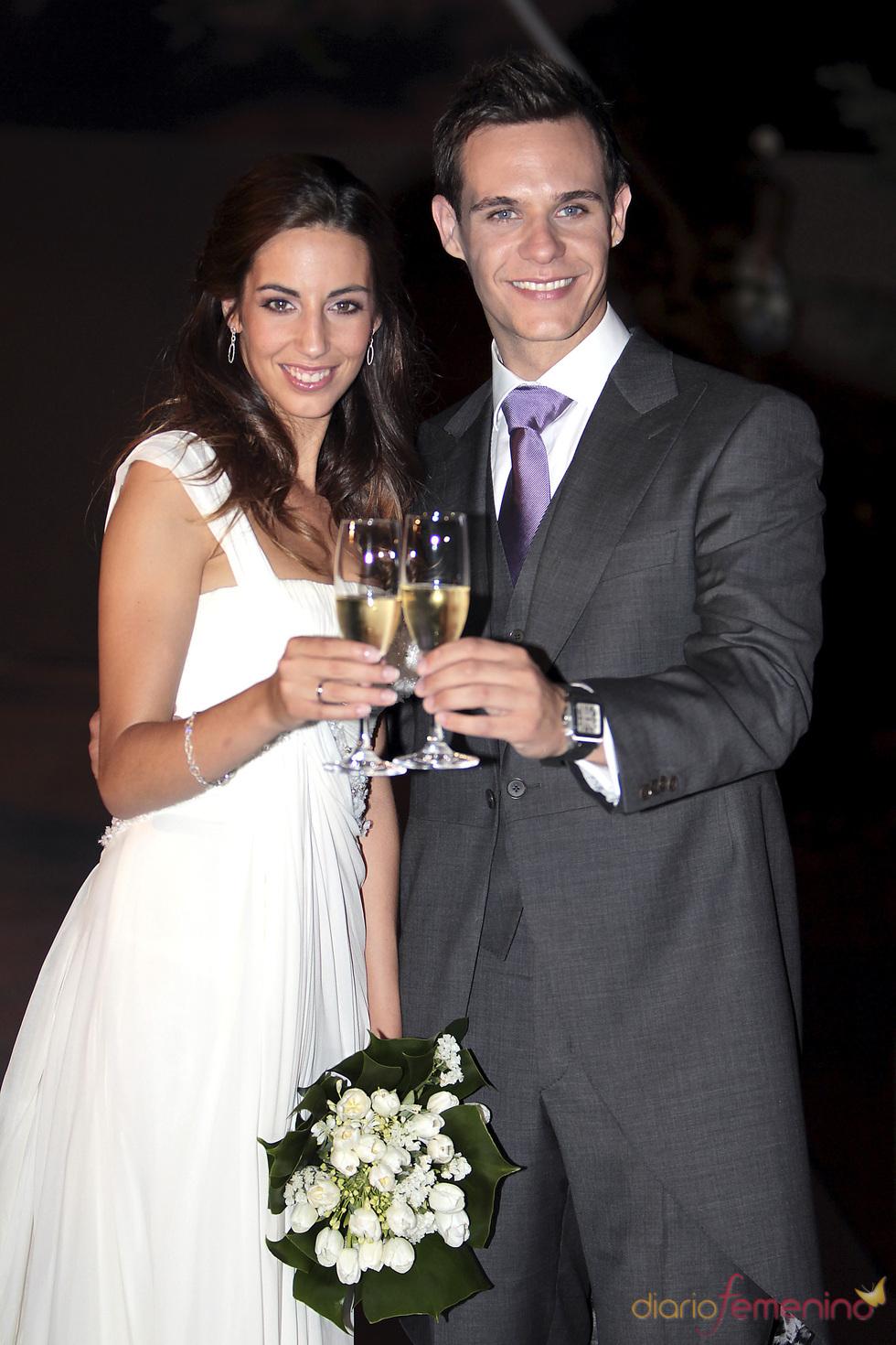 Almudena Cid y Christian Gálvez brindan tras su boda