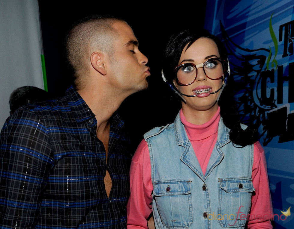 Mark Salling de 'Glee' besa a Katy Perry
